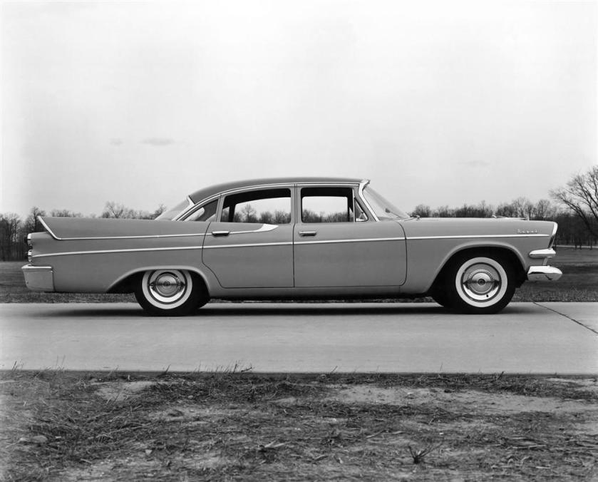 1957_Dodge_Royal_sedan_03-1024
