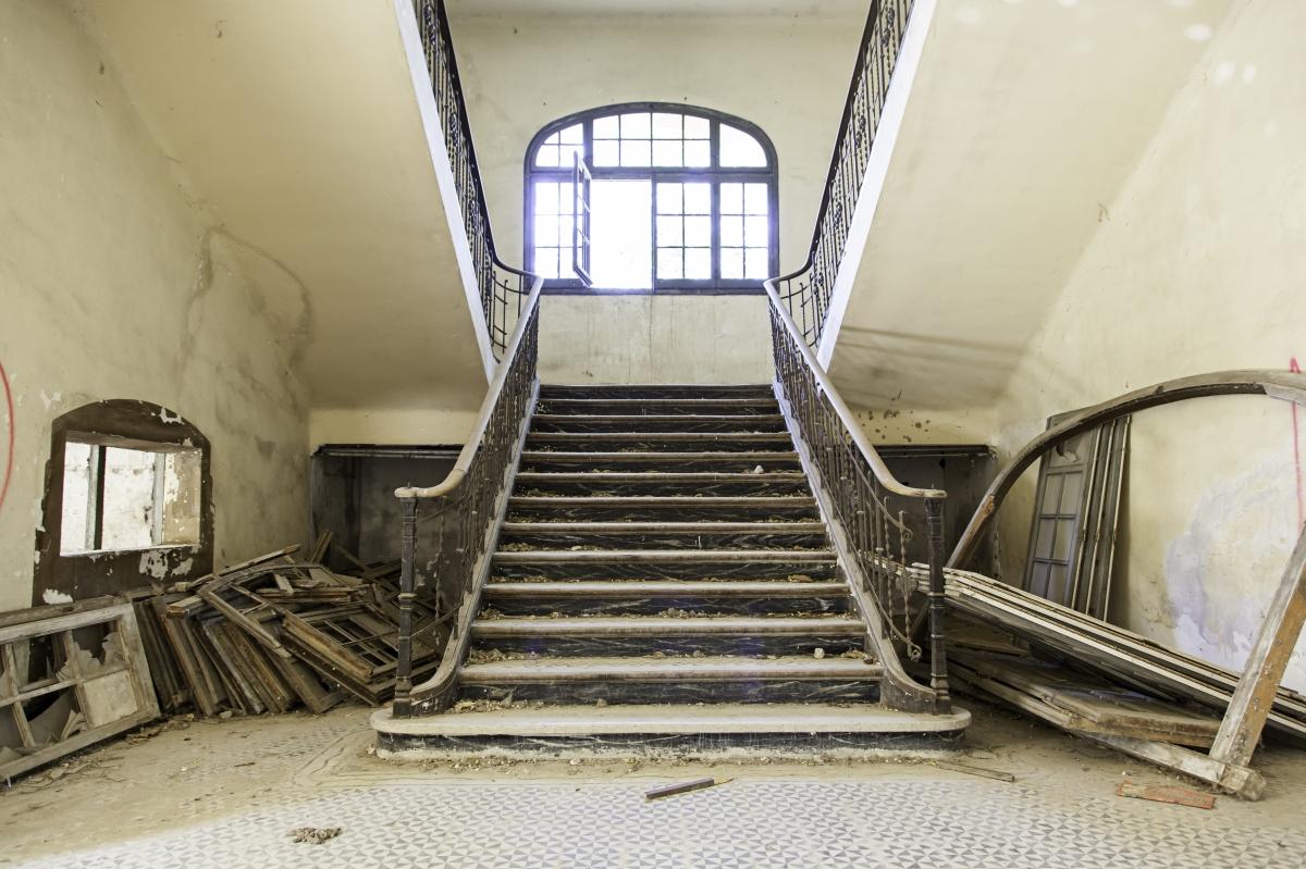 Hallways : CrumblingHouse