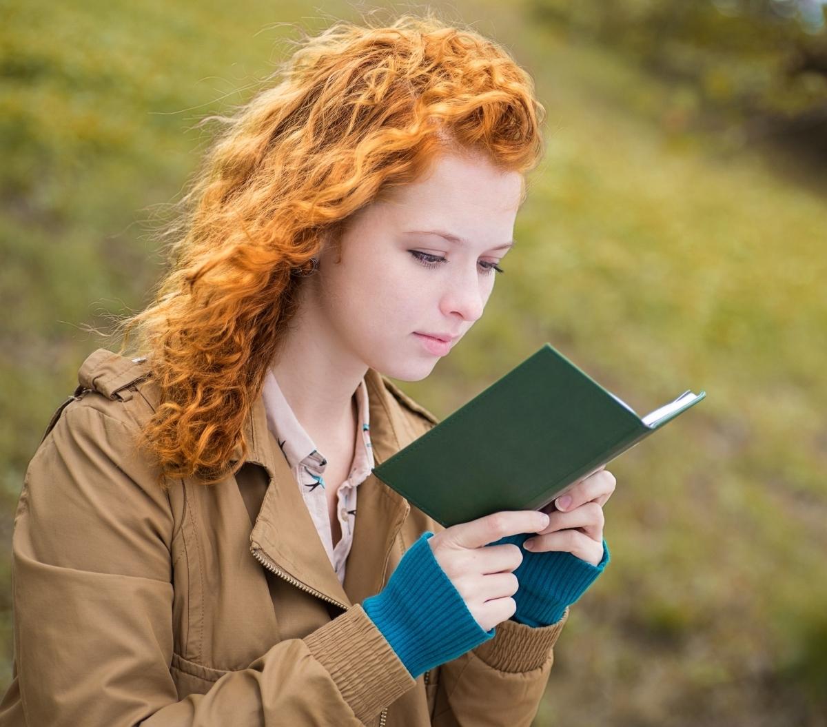Raegan, Reading