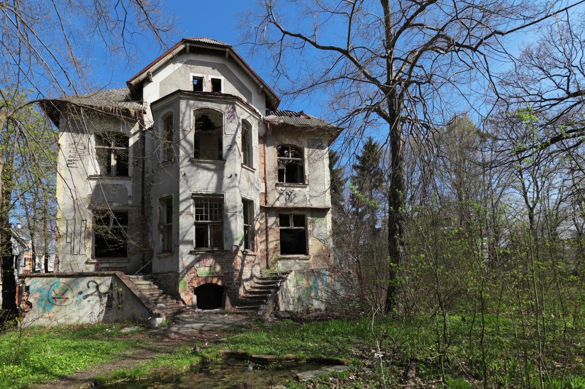 Empty Manor